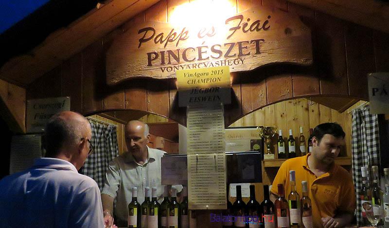 A Papp és Fiai Pincészet borházában apa és fia együtt várta a vendégeket