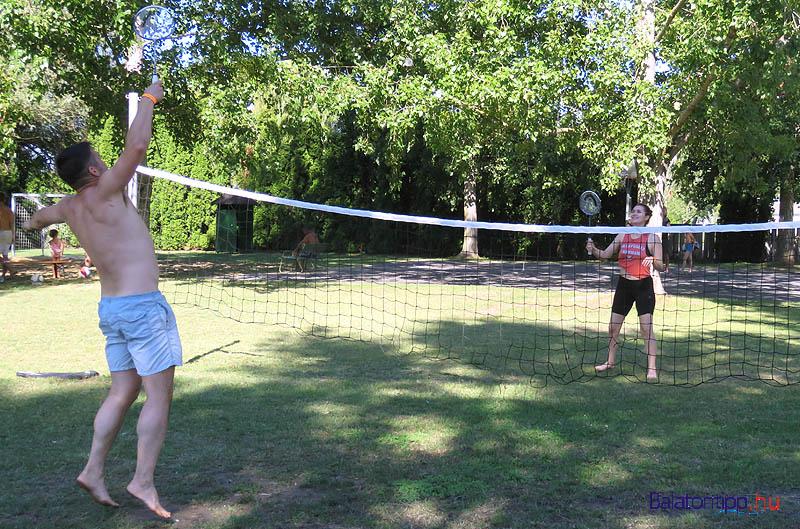 Lehetőség még van bőven, hisz például a tollaslabda is népszerű játék a berényi strandon - fotó Győrffy Árpád