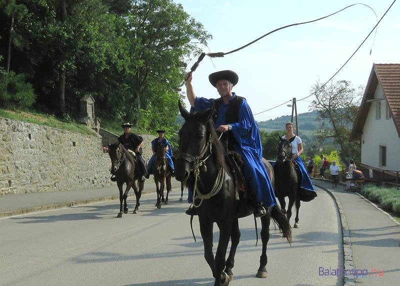 A csikósok is állandó résztvevői a tihanyi felvonulásoknak