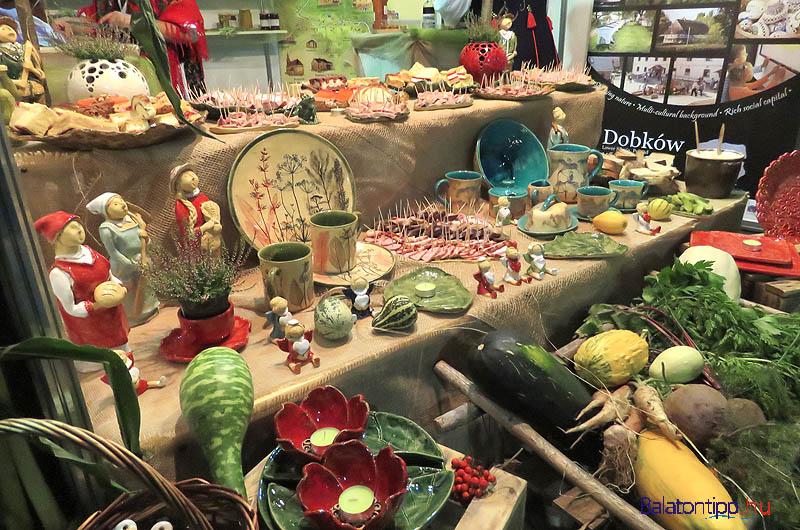 A lengyel Dobków standja nem csak látványos volt, hanem finomak is voltak a sonkák, hurkák, sütemények és persze vodkák