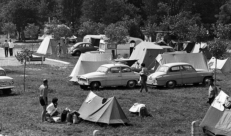 Kempingezok-1966-fortepan_65409MagyarRendor