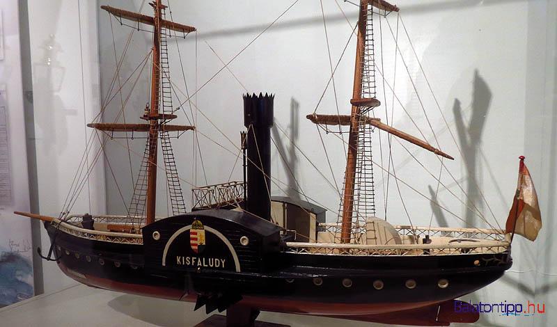 A Kisfaludy gőzös makettje a balatonfüredi Városi Múzeumban