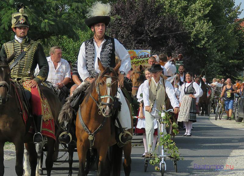 A menetet a Gyenesdiási Huszárbandérium lovasai vezették
