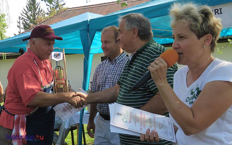 A képen Streifer András (balról), Farkas Iván, Dorogi Sándor és Némethné Szabó Magdolna, a fesztivál főszervezője