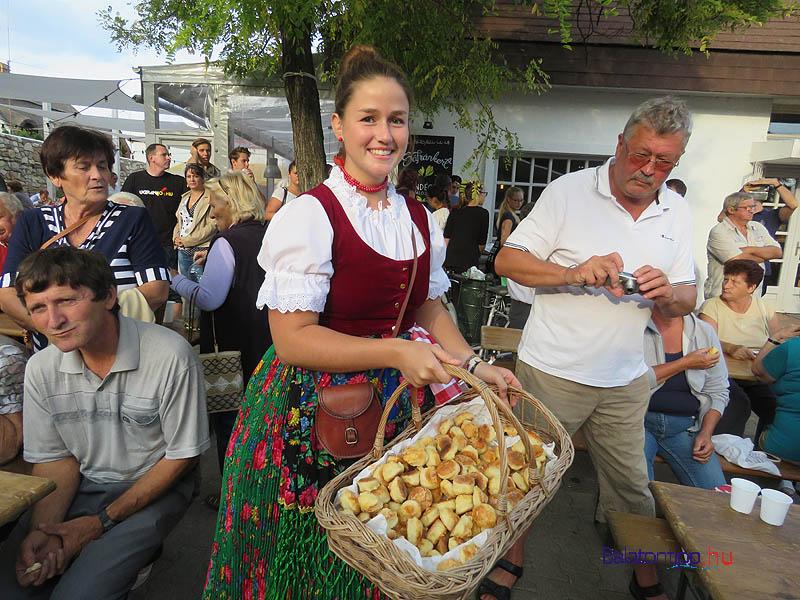 Pogacsas-lany-paloznaki-szuret-falunapok-balatontipp-gyorffya