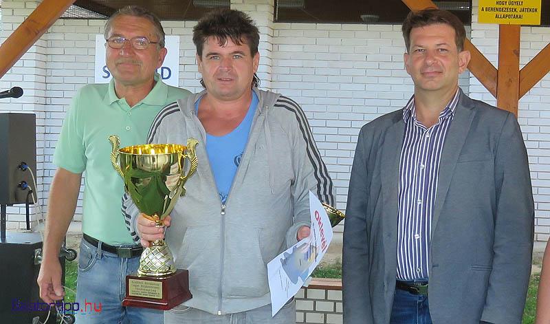 Tatai Lajos, Kárász Nándor és Hebling Zsolt a horgászverseny díjátadóján