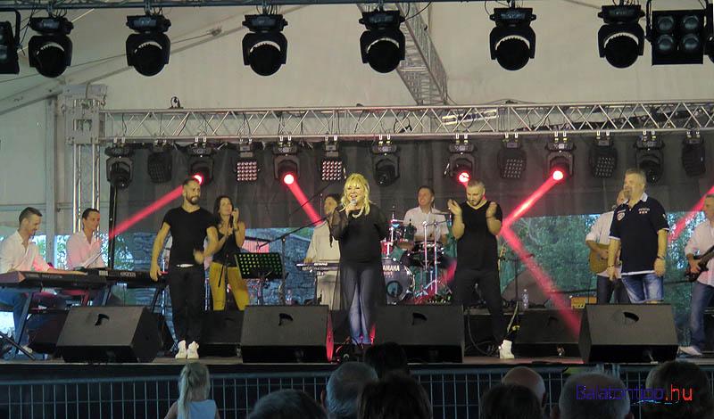 Zoltán Erika és zenekara a 80-as évek végének slágereivel hódította meg újra rajongóit