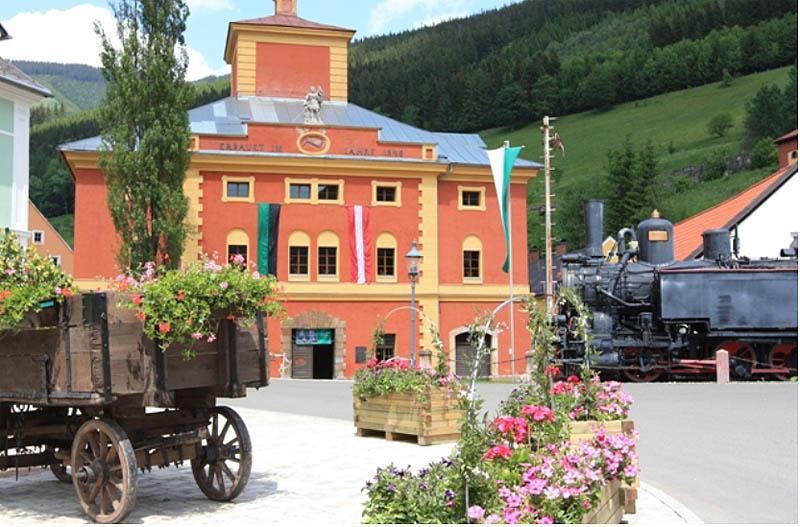 A kohómúzeum és a gőzmozdony - Fotó: vordernberg.at