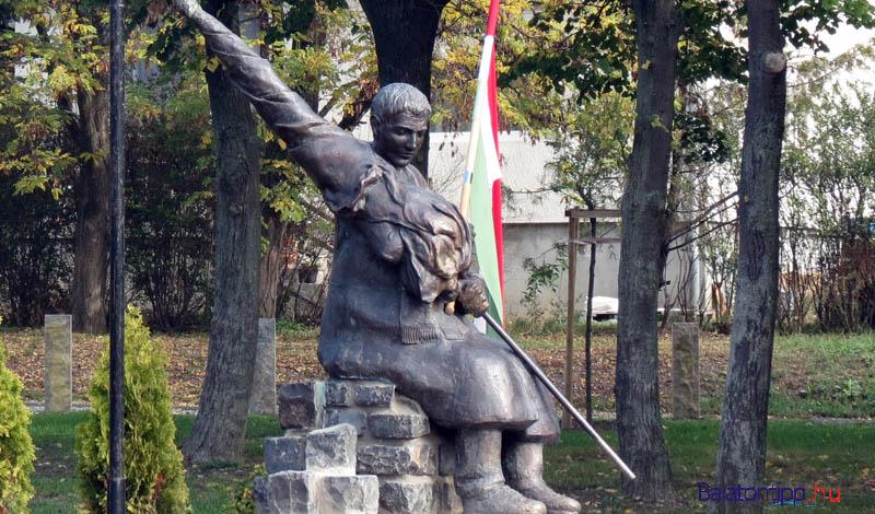 Balatonfüredi 1956-os emlékmű a Kovászna parkban