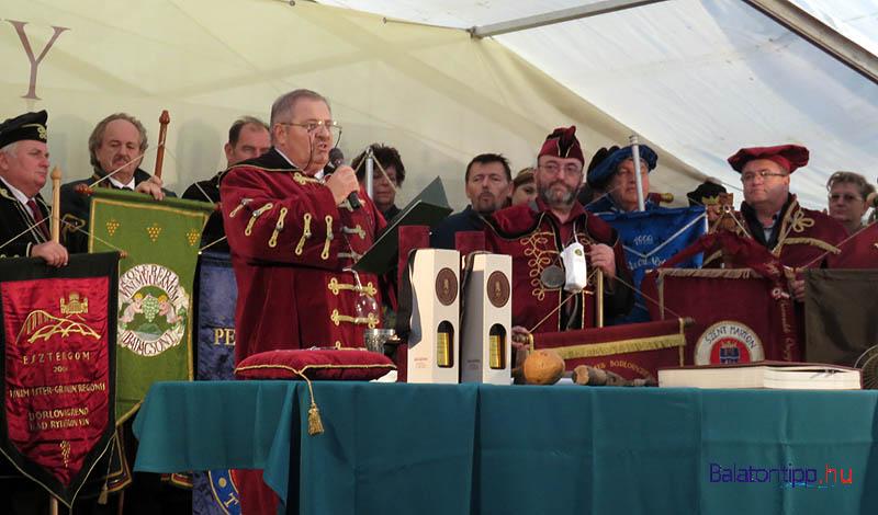 A borrendek ünnepi ülése új tagok avatásával 2015-ben