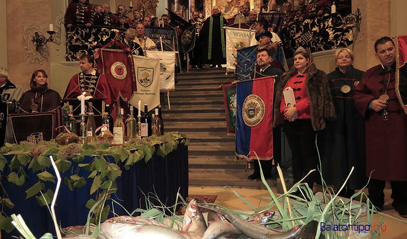 Hal- és boráldás a Tihanyi Bencés Apátság templomában 2015-ben