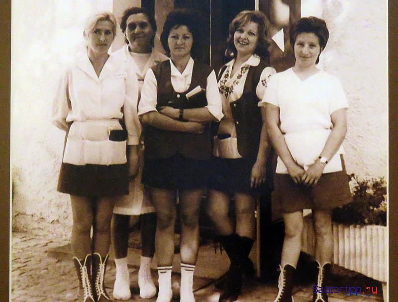 Az 1961 nyarán nyílt tihanyi Rege cukrászdába az első időkben a füredi Kedvesből és Budapestről kellett segítséget hozni, mert helyben nem volt elég dolgozó