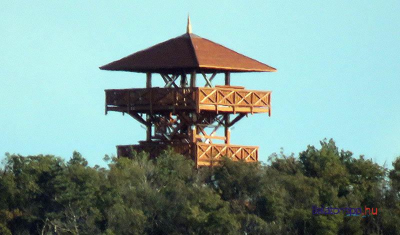 Az október 13-án Aszófőről készített kép szerint a felső szint megerősítésére új gerendákat építettek be
