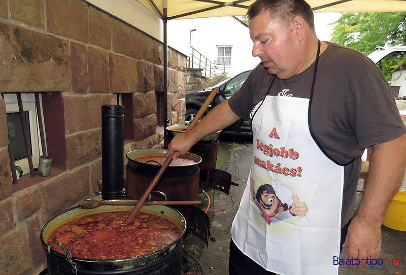 Miközben mások vigadtak, Bor Kálmán három kondérban főzte a vacsorát az ünneplőknek