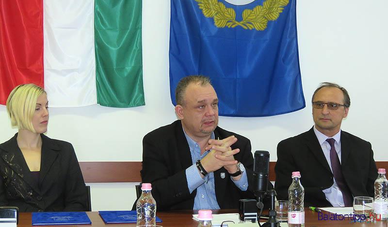 Horváth Orsolya, Papp Gábor és Lajkó Ferenc a keddi sajtótájékoztatón