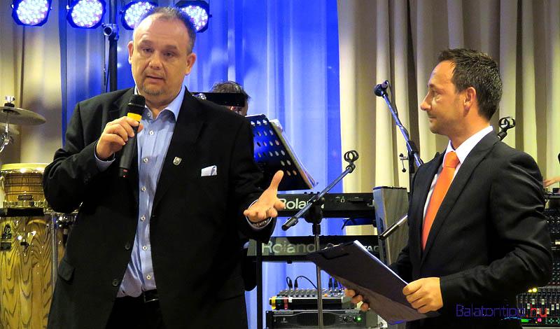 Papp Gábor polgármester (balról) és Krivács András a mestervacsora megnyitóján