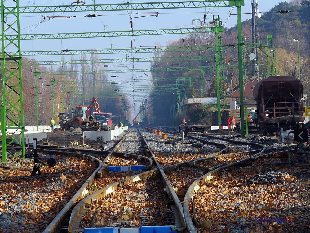 Ez is a balatoni ősz - vasútépítők a balatonszemesi állomáson