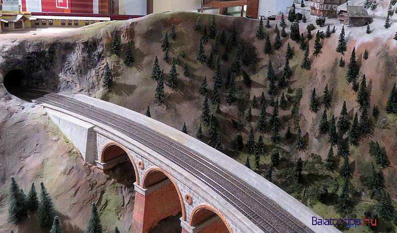 Vasúti híd valahol az Alpokban