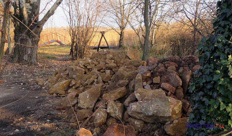 A lerakó északkeleti vége a szabadstrand bejáratánál volt, amikor ott jártam