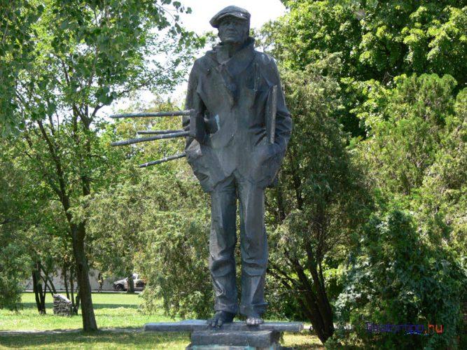 Badacsony - Egry József szobra a mólónál, Marton László alkotása - alternatív útvonal a 71-es főúton