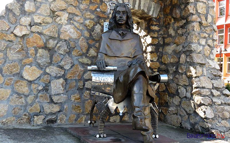 Siófok - II. Rákóczi Ferenc szobra, Varga Imre alkotása - a főtéren - alternatív útvonal