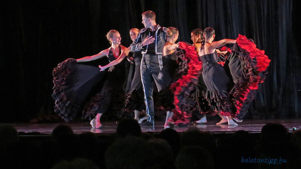 Randi egy férfi balett-táncos