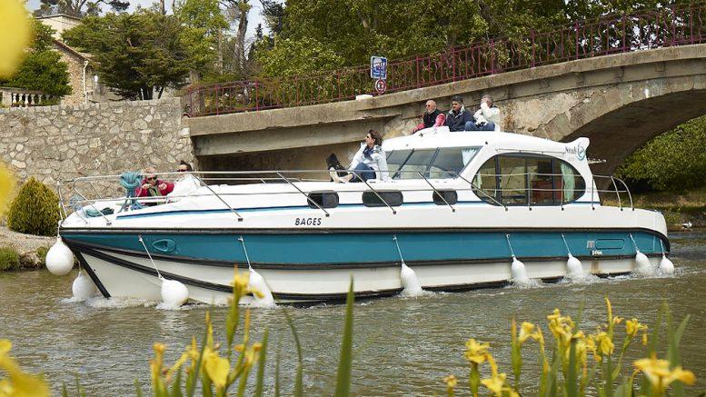 5e53771585 A Budapesten is bemutatott Nicols Estivale Octo típusú nyaralóhajó valahol  egy angliai csatornán Fotó: www.nicols-boatsales.co.uk