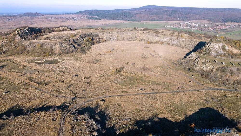 A Haláp-hegy bányakrátere