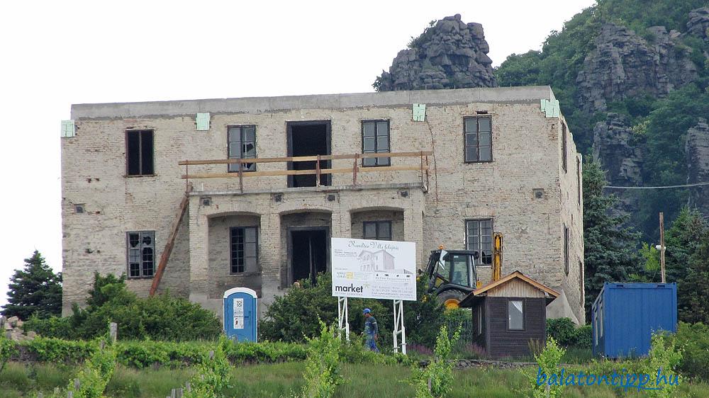 A Ranolder-villa nem sokkal a felújítás megkezdése után, 2009 májusában
