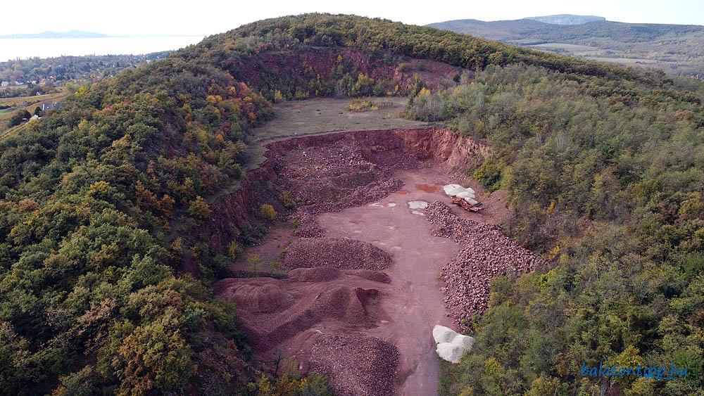 Balatonrendesi vöröshomokkő bánya