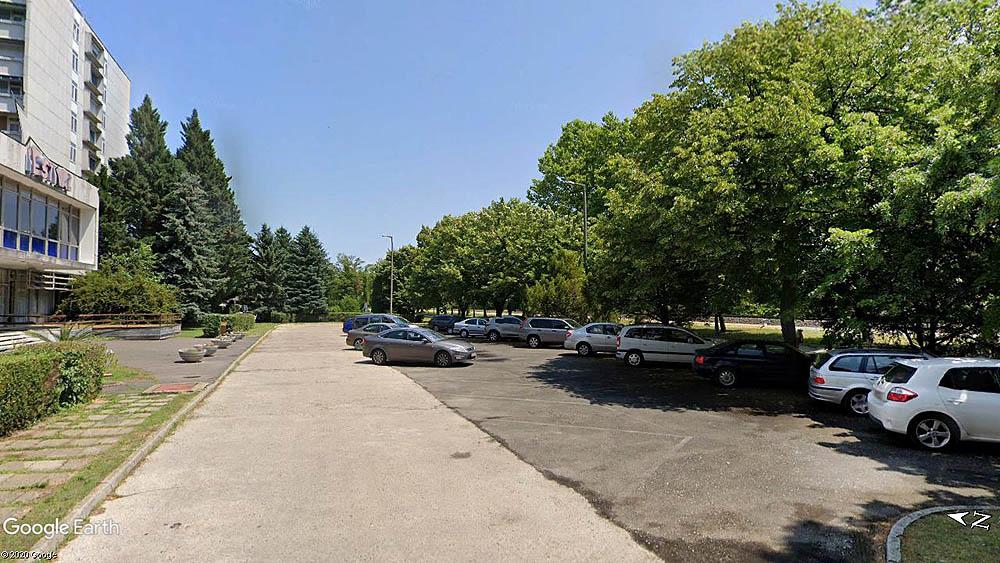 A balatonföldvári Nyugati Kikötő tervezett parkolója az egykori Fesztivál Hotel előtt
