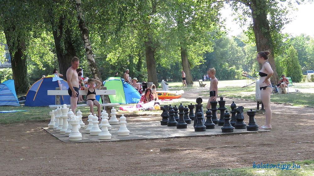 Sakkozok a Nyugati strandon 2015-ben