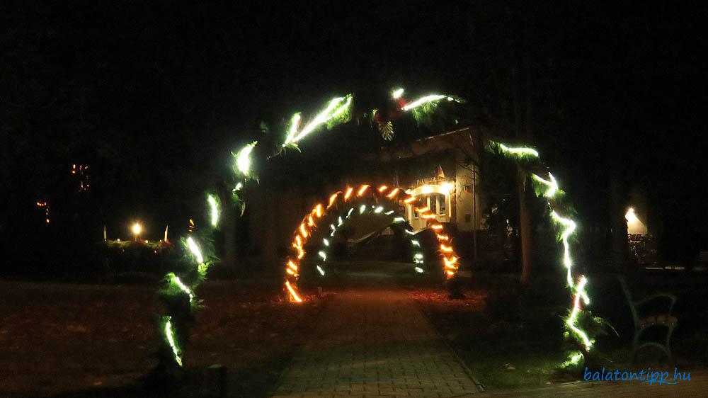 Zánka - adventi fények a Faluház előtt