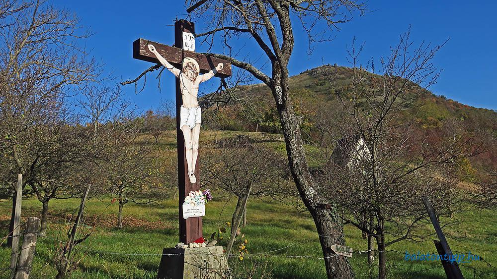 Kereszt a Csobánc-hegy nyugati oldalán