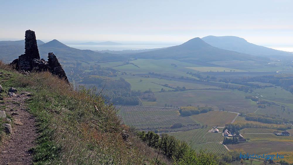 Kilátás délre az Örsi-heggyel, a Tótival, Fonyóddal, a Guláccsal és a Badacsonnyal