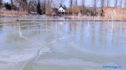 Ilyen balatoni jég csak nagyon védett helyeken alakult ki február 13-ára - A kép a balatongyöröki horgászkikötő hullámoktól elzárt részén készült