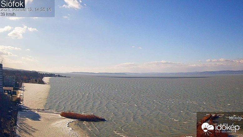 Hullámzó Balaton 2021. február 12-én Siófoknál - Forrás: Időkép