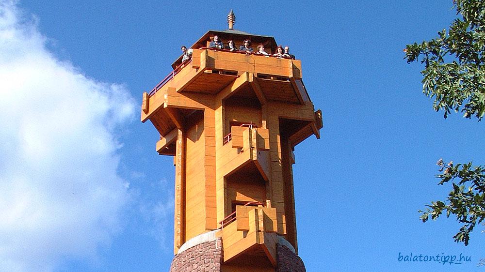 Fülöp-hegyi kilátó boronafalas felső szintje