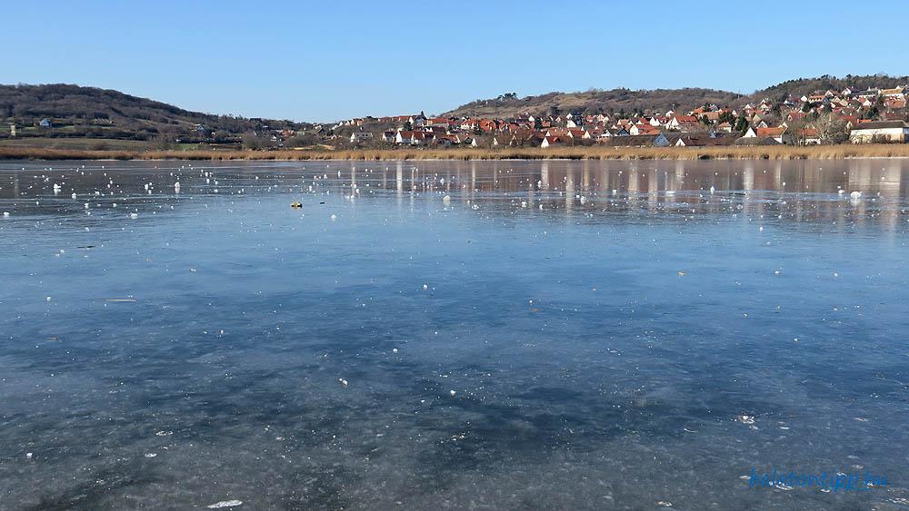 Gyönyörűen befagyott a tihanyi Belső-tó