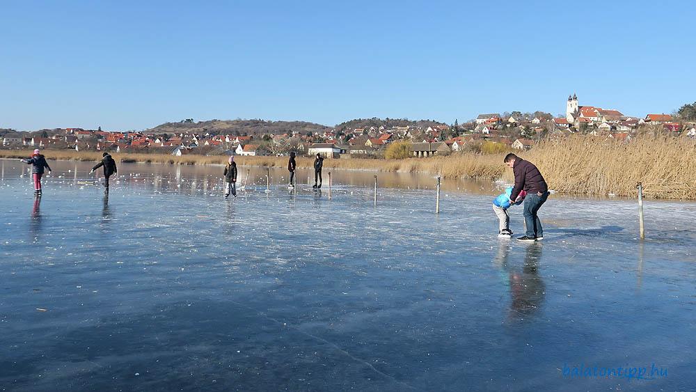 Tihanyi Belső-tó jege az apátsággal