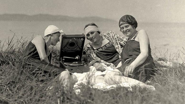 Lányok Balaton sounddal 1935