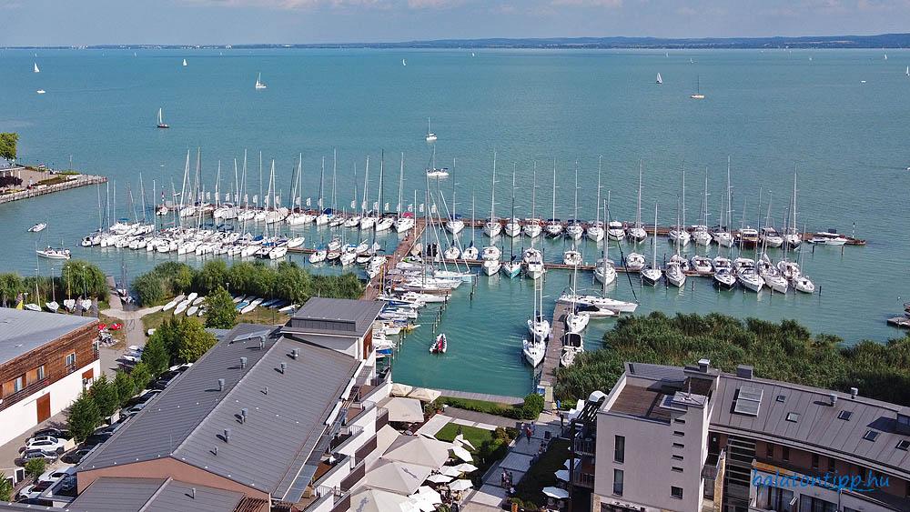 A Balatonfüredi Yacht Club kikötője