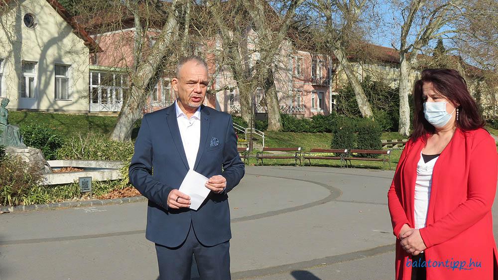 Papp Gábor polgármester dr. Holléné dr. Mándó Zsuzsannával,