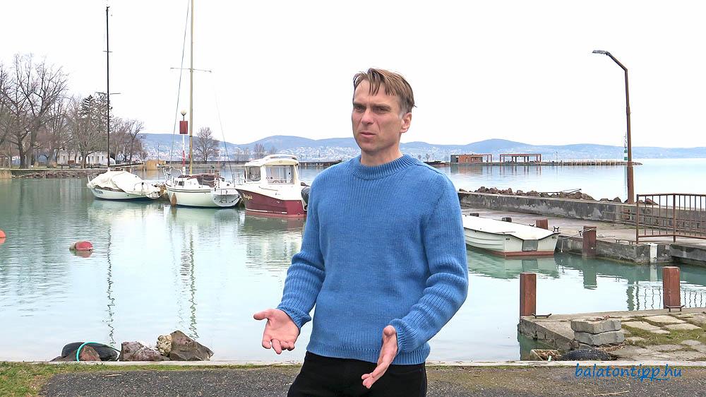 Erős Tibor a kutatóintézet kikötőjében