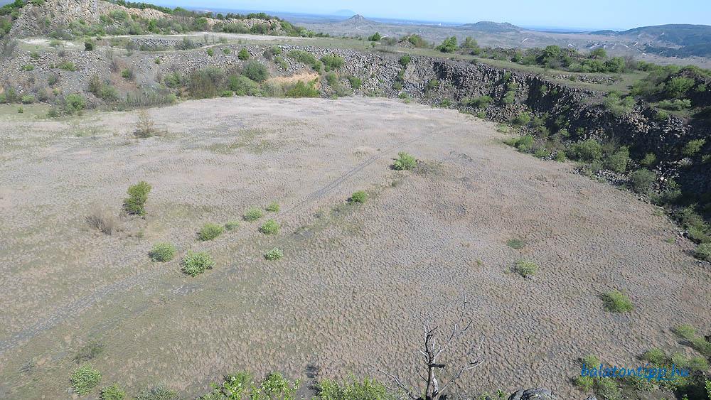 Haláp-hegy - A bányaudvar keleti része a kilátó alatti teraszról