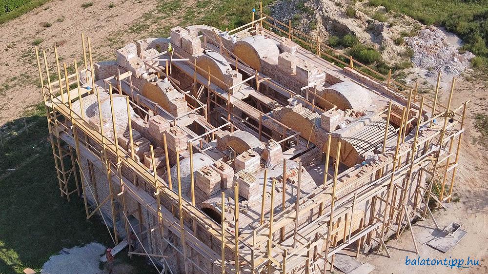 A hévízi ortodox templom boltozatai felülről 2020 szeptemberében