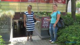 A Balaton egyik legforgalmasabb nyilvános illemhelye a siófoki főtéren a házigazdákkal